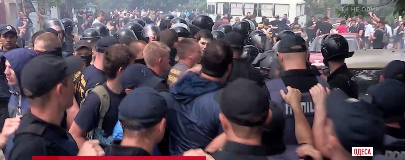 Слезоточивый газ и пиротехника: в Одессе произошло столкновение на стройплощадке возле Аркадии