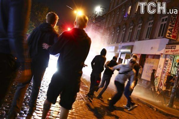 Підпал автівок і сидячий протест. Антиглобалісти у Гамбурзі не заспокоїлися після саміту G20
