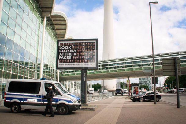 После встречи Трампа и Путина в Гамбурге исчез билборд с портретами бойцов АТО