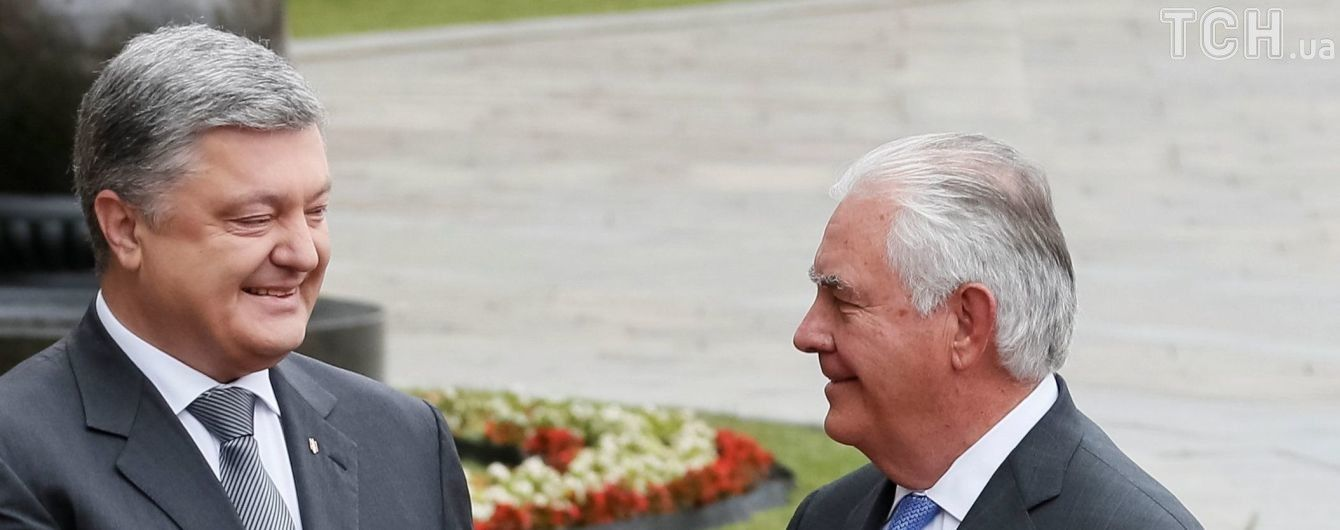 Тиллерсон заявил, что Россия должна прекратить огонь на Востоке и вывести оттуда тяжелое вооружение