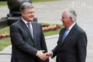 Тіллерсон заявив, що Росія має припинити вогонь на Сході і вивести звідти важке озброєння