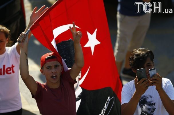 """Более сотни тысяч людей вышли на """"Марш справедливости"""" в Стамбуле против политики Эрдогана"""