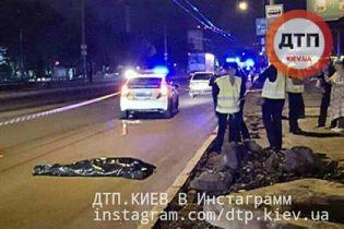 В Киеве несколько авто переехали пешехода, который пытался перебежать проспект