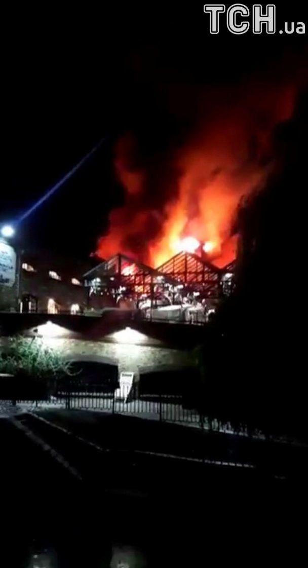 На крупнейшем рынке в Лондоне вспыхнул сильный пожар