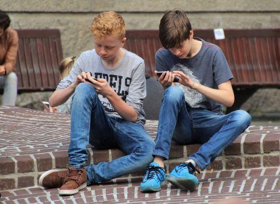 Дитячі психологи дали поради батькам, як спілкуватися з підлітками