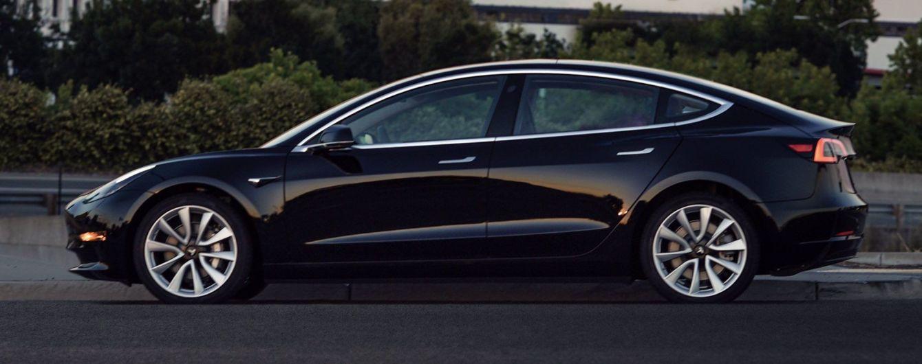Глава Tesla показал электрокар Model 3