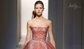 Корсетные платья и розы-пряжки в коллекции Oscar de La Renta осень-зима 2017-2018