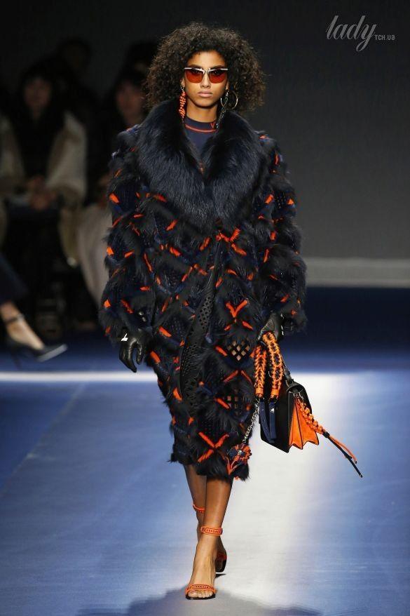 Коллекция Versace прет-а-порте сезона осень-зима 2017-2018_17