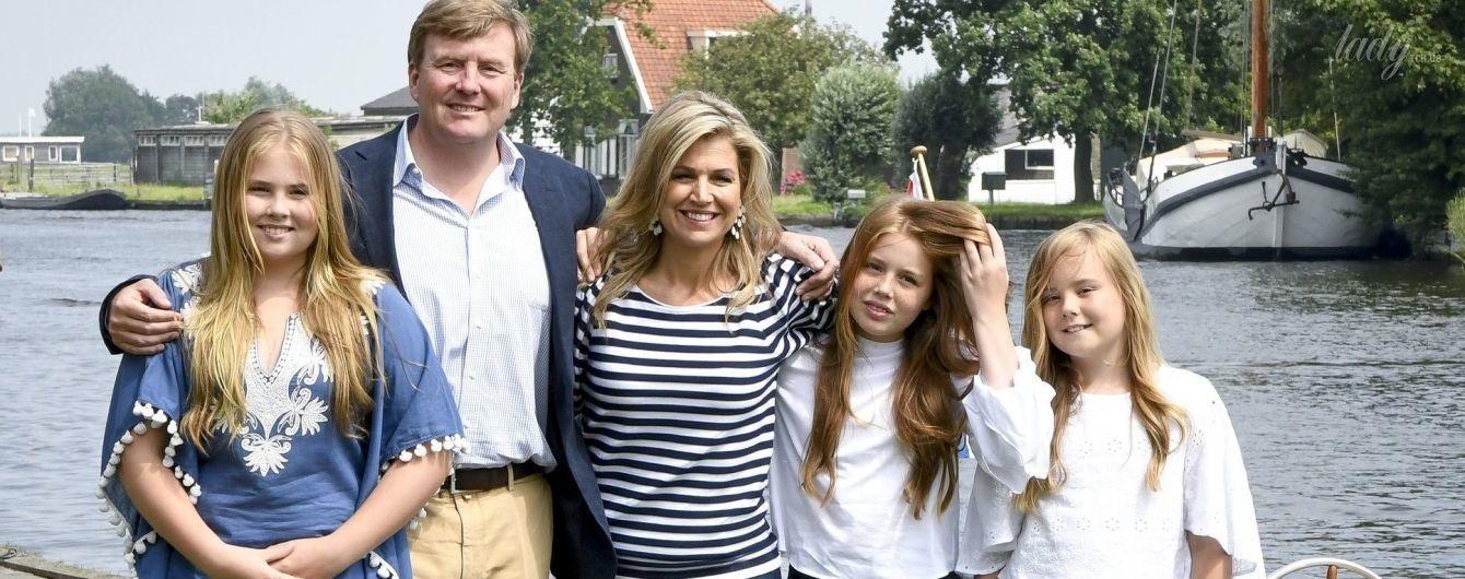 Круиз по озеру и новая фотосессия: королева Максима с мужем и детьми весело провели уикенд