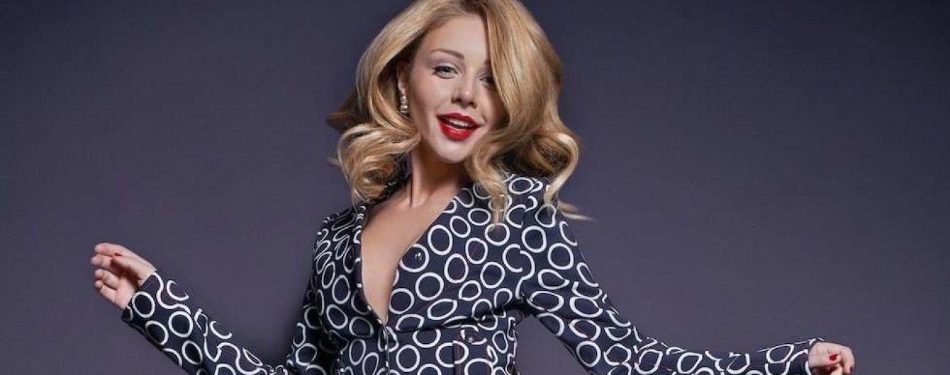 Тина Кароль спела гимн Украины в аэропорту