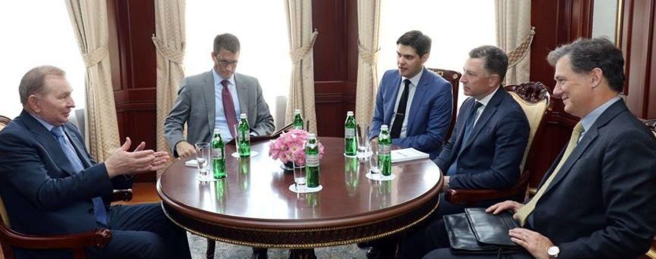 Первый официальный контакт: Кучма встретился со спецпредставителем США Волкером