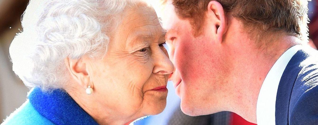 Гарри в печали: королева Елизавета II запретила внуку жениться на Меган Маркл