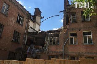 Мешканці розтрощеного вибухом будинку у Києві четвертий місяць чекають на компенсацію та нове житло