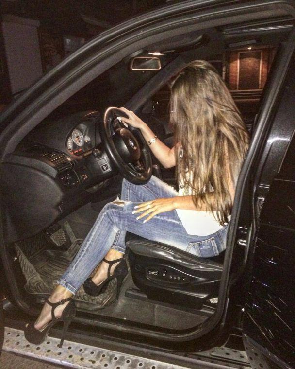 Конкурсы красоты, вечеринки и авто. Что постили в Сети погибшие во время трансляции в Instagram девушки