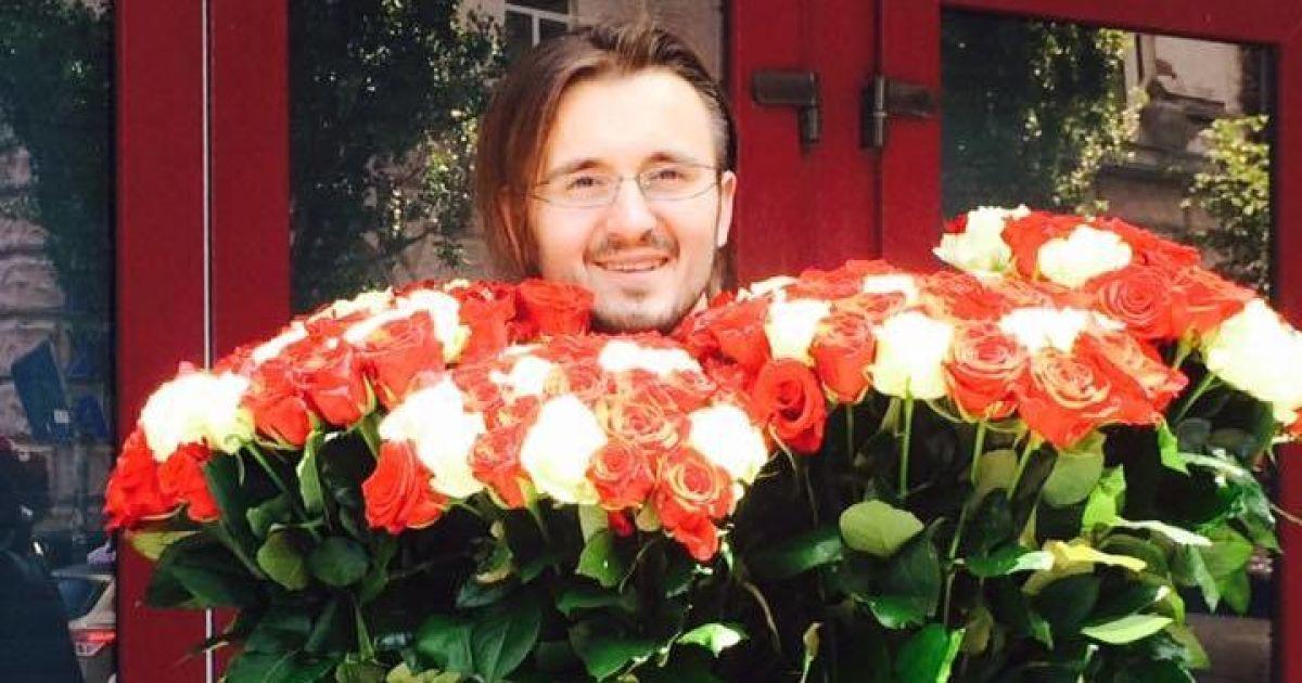 Цветы для агента НАБУ @ facebook.com/Денис Бигус