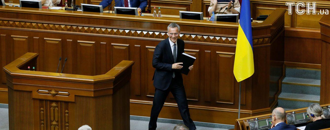 Необычно крепкие рукопожатия и поэзия Шевченко в Раде: чем запомнится визит Столтенберга в Украину