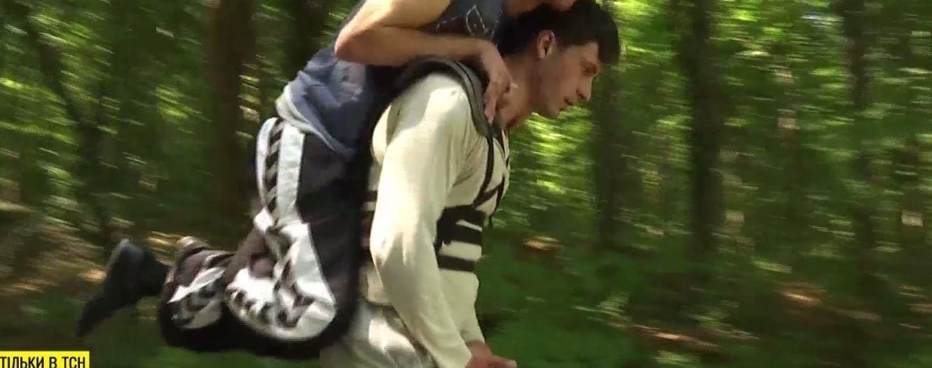 Молодий вінничанин заповзявся винести свого друга з ДЦП на Говерлу