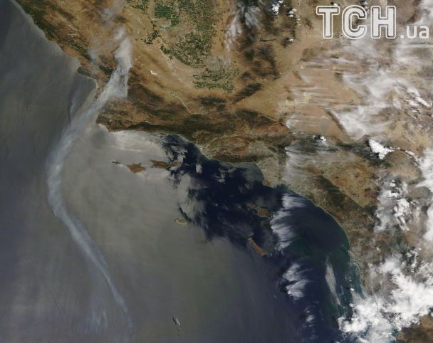 Столбы дыма и сильный огонь: в США бушуют масштабные пожары