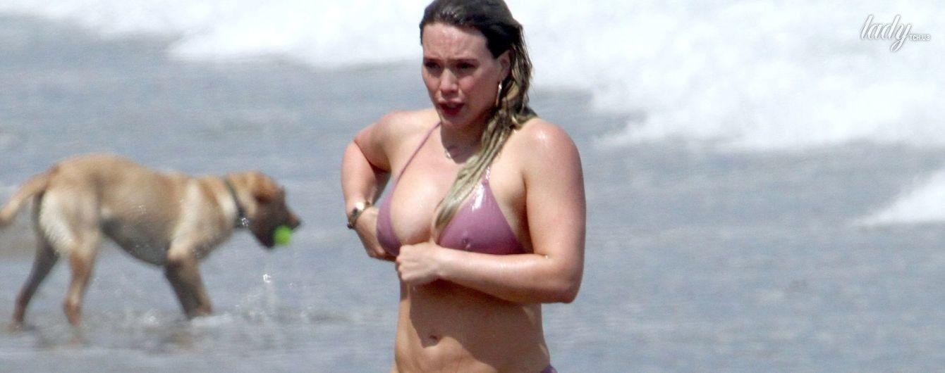К лету не подготовилась: Хилари Дафф показала свой целлюлит в розовом бикини