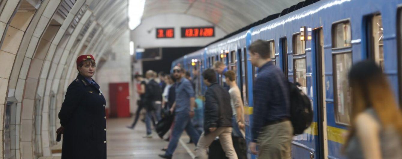 """У Києві """"замінували"""" увесь метрополітен. Станції починають закривати"""