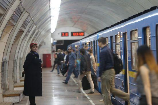 У Києві зачинили 5 станцій метро через повідомлення про замінування