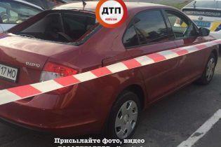 У Києві зловмисники обстріляли автомобіль і відібрали у водія 2,5 млн грн