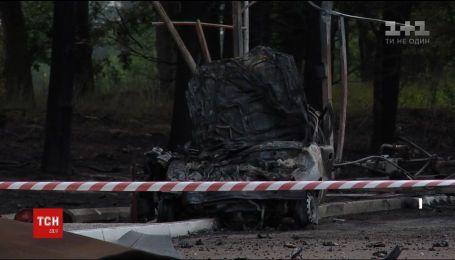 На Київщині під час аварії авто відкинуло у заправну станцію, яка вибухнула
