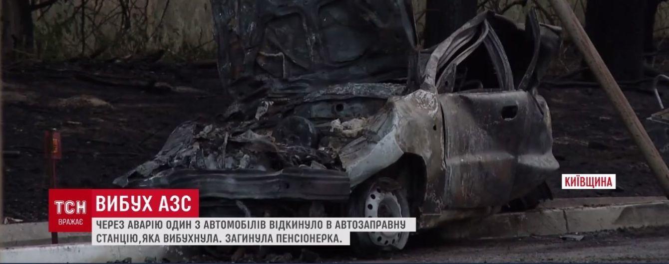 Жуткое ДТП со взрывом: на Киевщине легковушка врезалась в автозаправку, погибла женщина