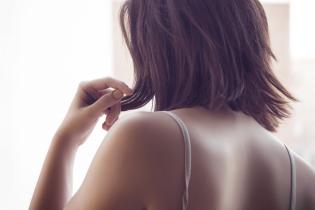 Надмірна вага та постійне сидіння. Експерти назвали основні причини болей у спині