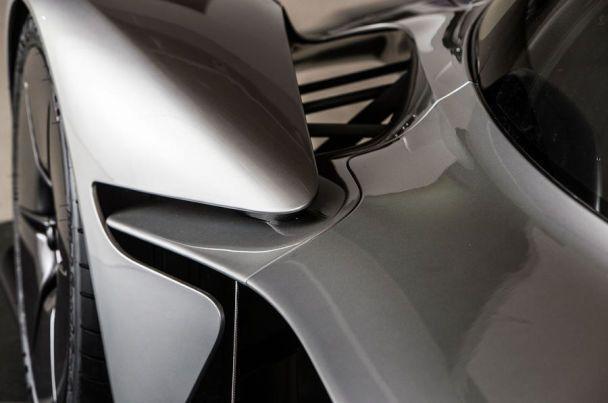 Aston Martin представил предсерийную версию гиперкара Valkyrie