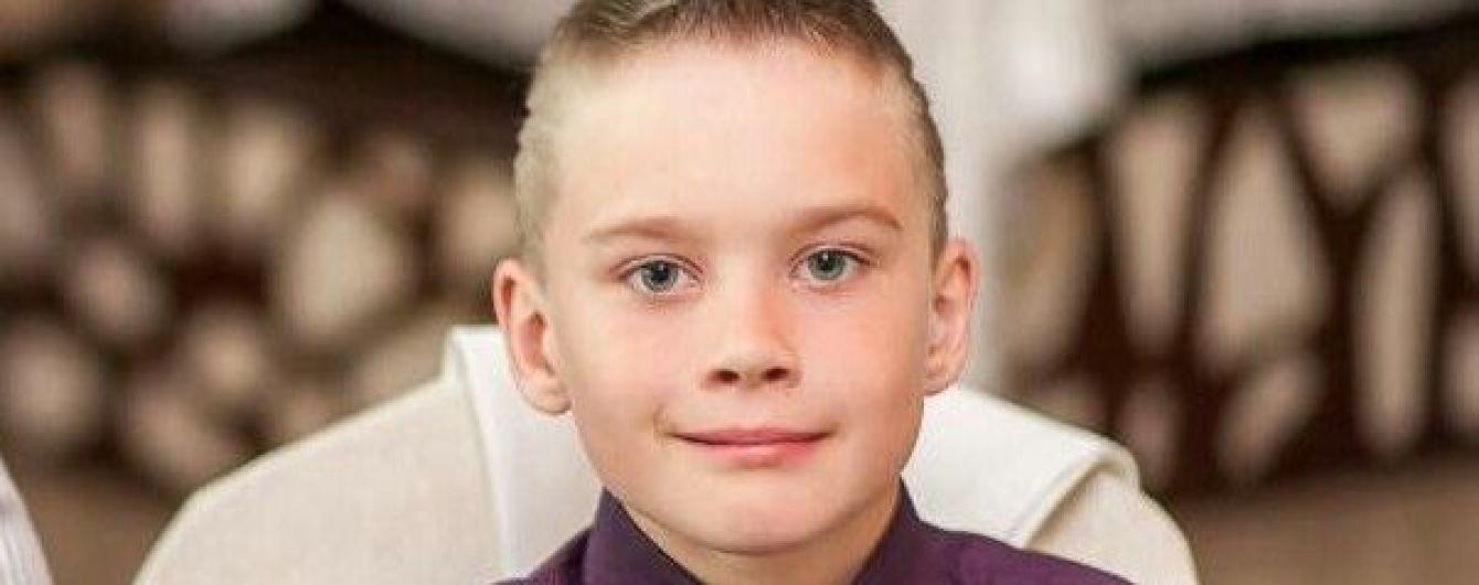 9-річний Олег потребує операції на головному мозку