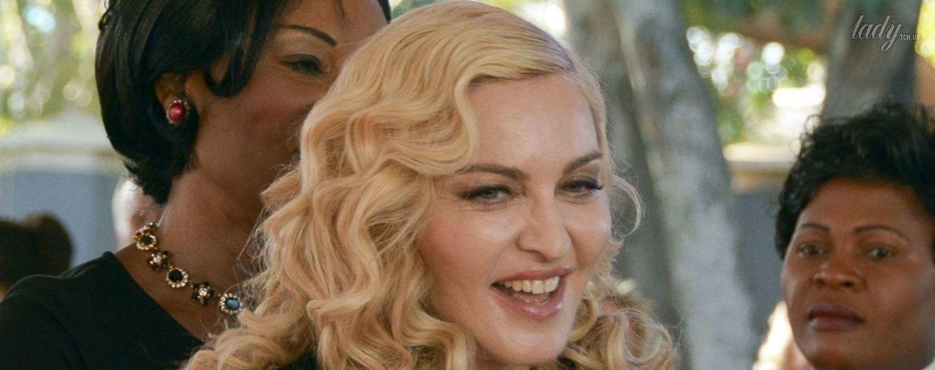 В ажурной кофте и юбке с цветочным принтом: Мадонна открыла больницу в Африке