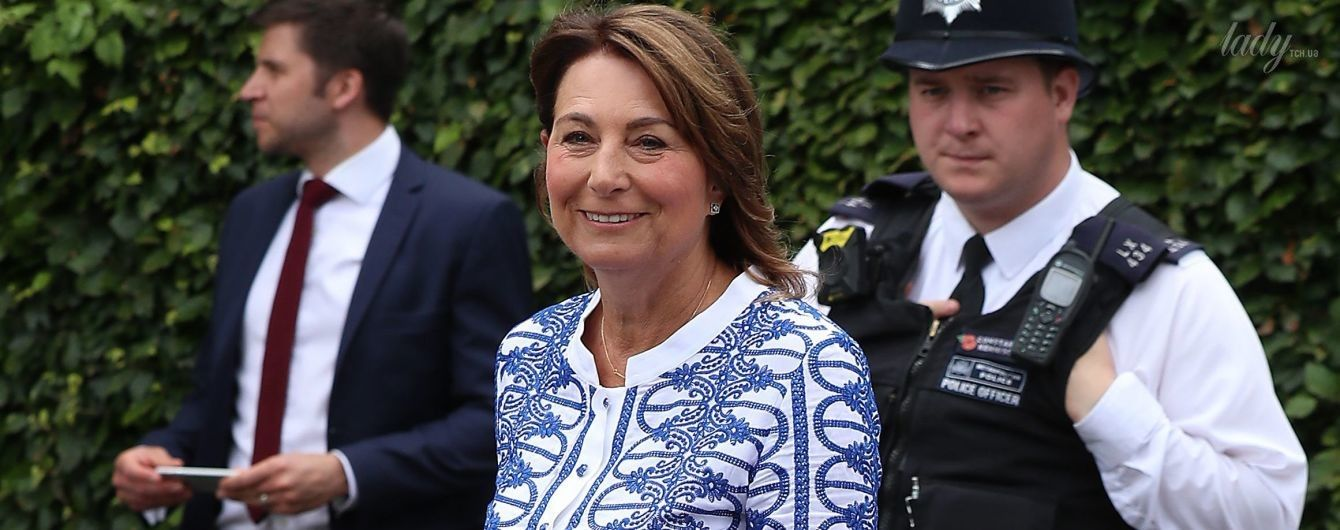 Мама герцогини Кембриджской пришла на Уимблдонский турнир в игривом платье с рюшами