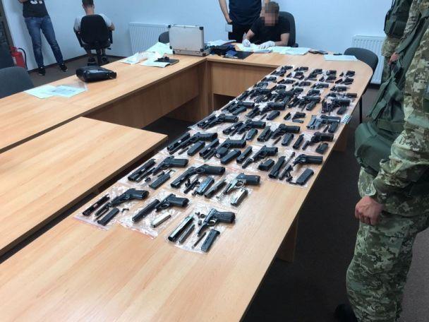 В Харькове СБУ изъяла огромную партию контрабандного оружия