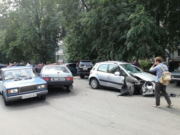 Экс-мэр Умани сбила насмерть человека и разнесла с десяток авто в серии ДТП