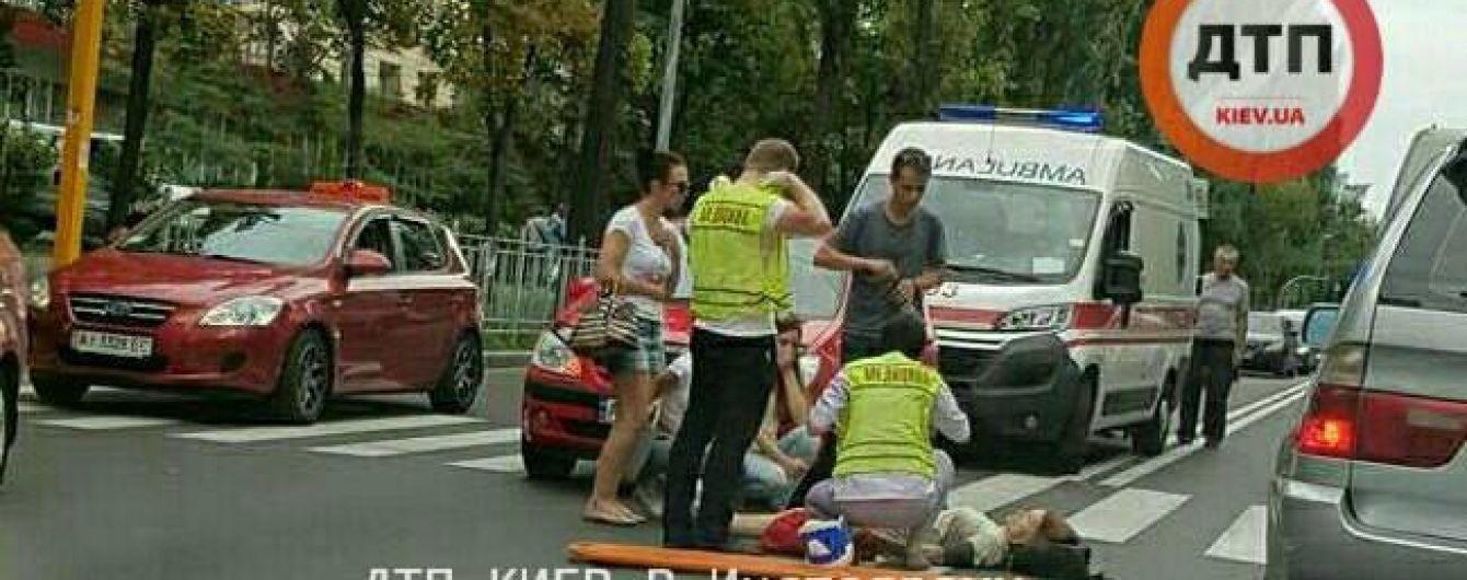 У Києві на пішохідному переході збили жінку