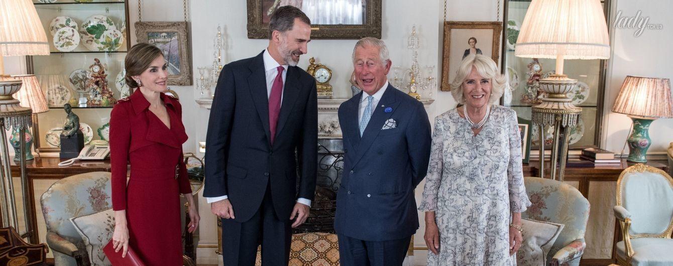 В эффектном платье от английского бренда: королева Летиция с мужем на чаепитии у принца Чарльза и герцогини Камиллы