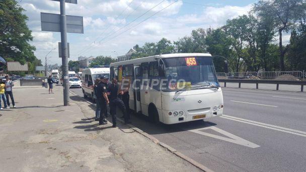 В Киеве прогремел взрыв в забитой пассажирами маршрутке