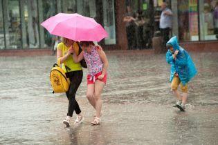 Наслідки злив: в Україні майже 150 населених пунктів залишаються без світла