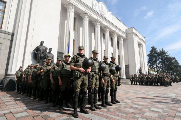 Активисты заявили о блокировании всех выходов из Верховной Рады, в том числе и подземного