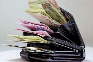 Каждый пятый работник получает зарплату ниже 3200 гривен