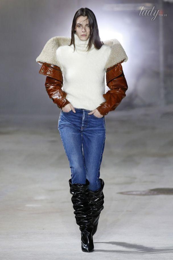 Асимметричные воланы и сапоги гармошкой  в коллекция Saint Laurent осень-зима 2017-2018