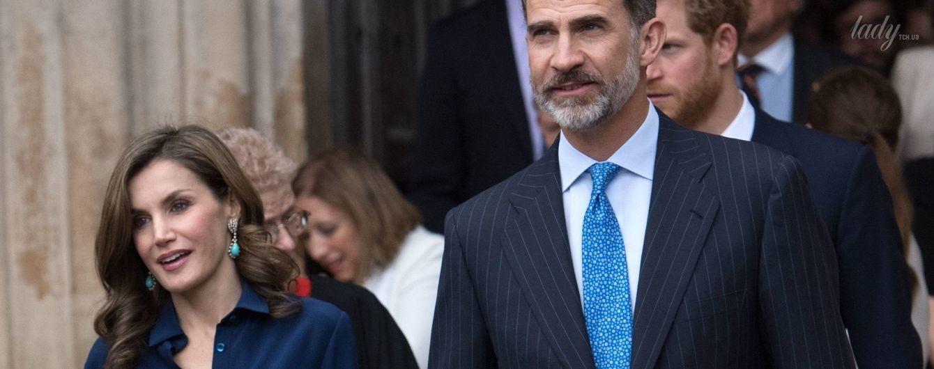 В любимом комплекте от Carolina Herrera: королева Летиция с мужем на службе в Вестминстерском Аббатстве