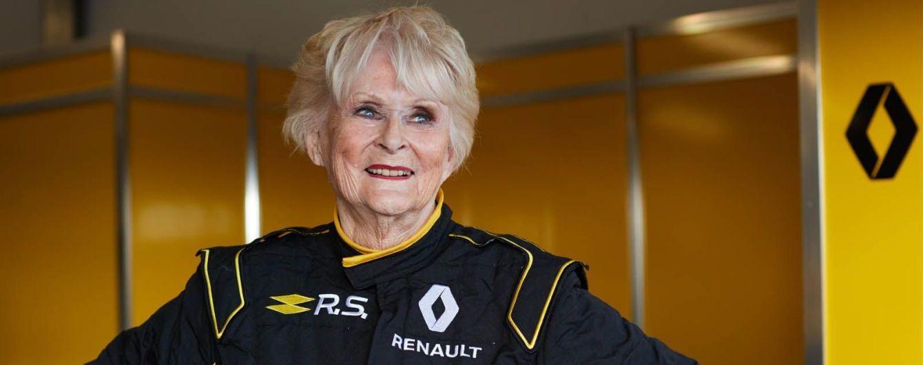 "79-летняя старушка проехалась на болиде ""Формулы-1"""