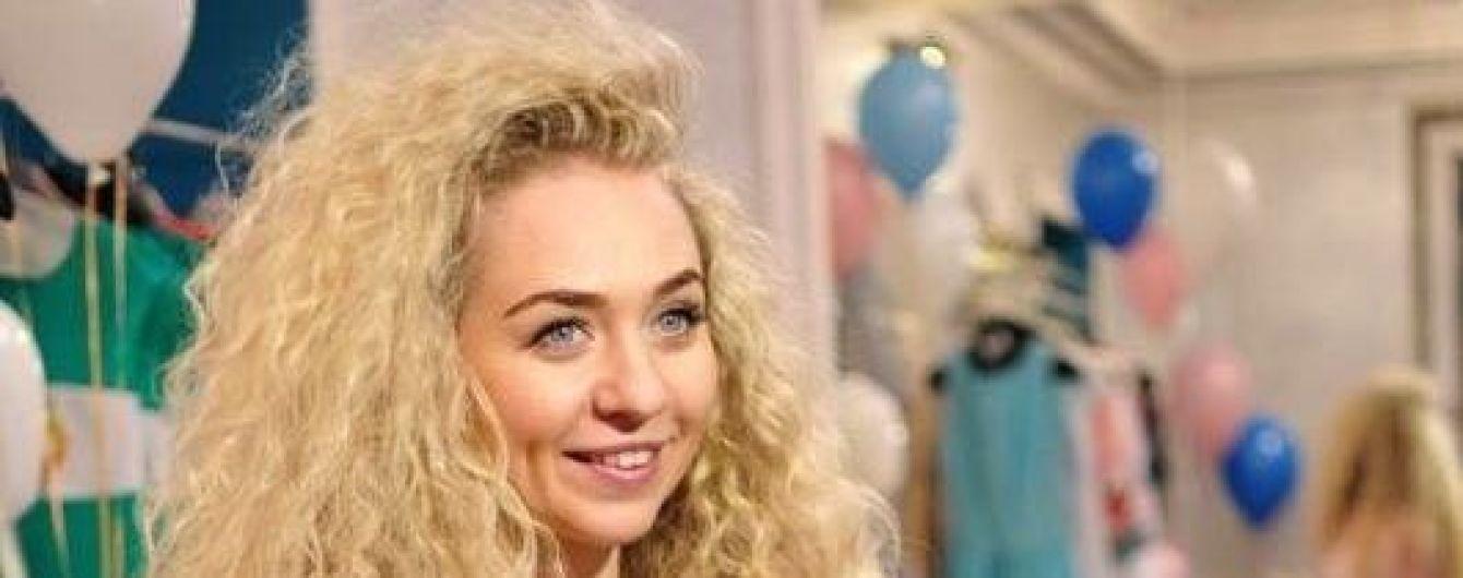 Сюрприз от дизайнера: украинские звезды будут дарить платья в центре Киева