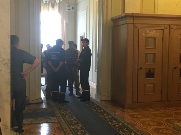 Богомолец неожиданно госпитализировали прямо из парламента