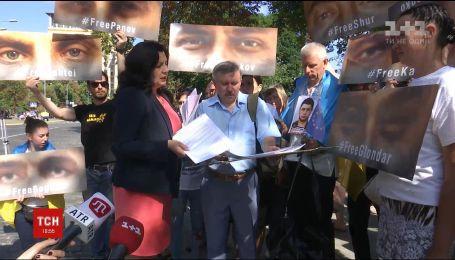 Во время саммита Украина-ЕС родные пленников Кремля просили о помощи с освобождением пленных
