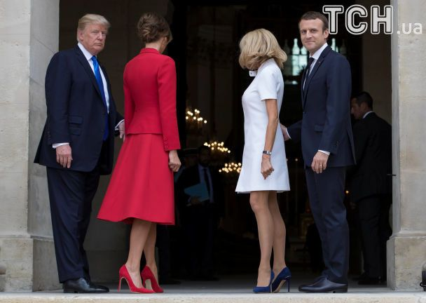 Стрункі ніжки і контрастні сукні: як Трамп і Макрон дружинами хизувалися