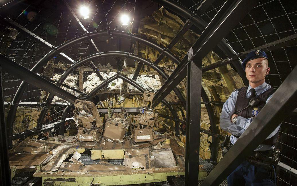 Експерти відновили частину літака з уламків / © Getty Images