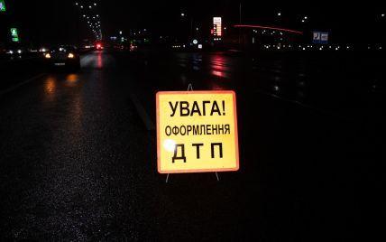 Біля Дніпра зіткнулися дві вантажівки і легковик: загинула людина
